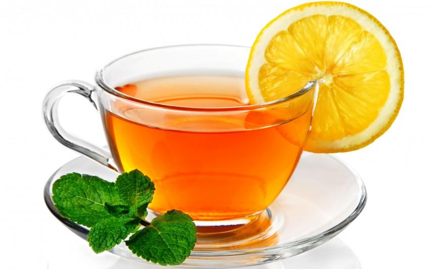 una taza de te caliente en verano 50pro