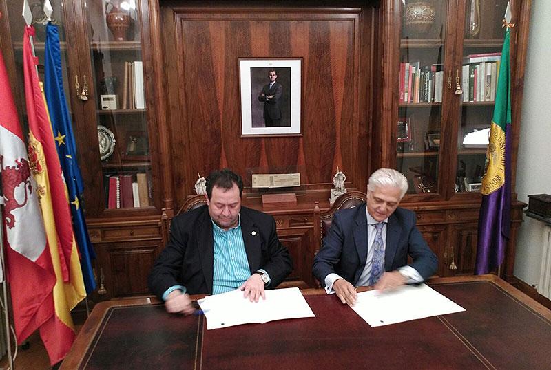 Firma del acuerdo entre la Cámara de Comercio de Salamanca y 50pro